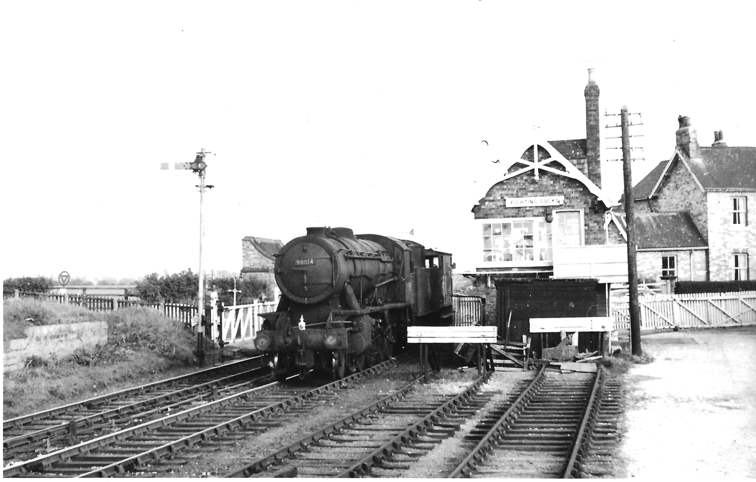 Z D20(i) Fighting Cocks - station and level crossing. Possibly D20. (copyright unknown)